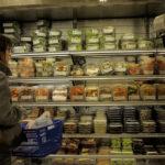 A rede de supermercados que promete exterminar embalagens plásticas das prateleiras até 2023
