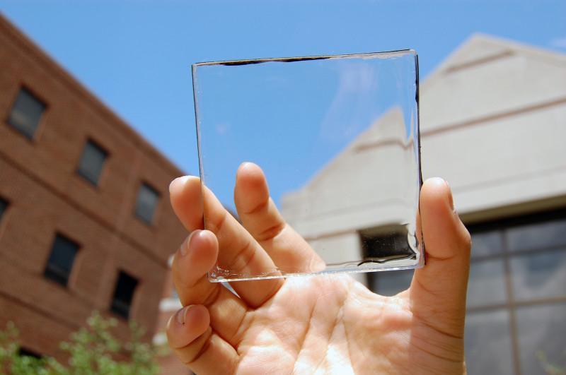 É só colocar na janela! O vidro transparente que gera energia solar para sua casa