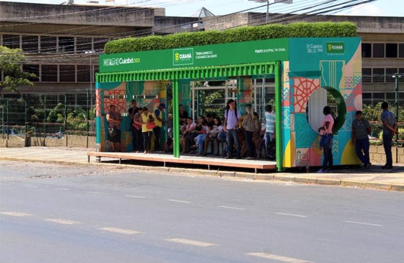 MT vai construir mais de 80 pontos de ônibus em contêiners com jardins suspensos e placas solares