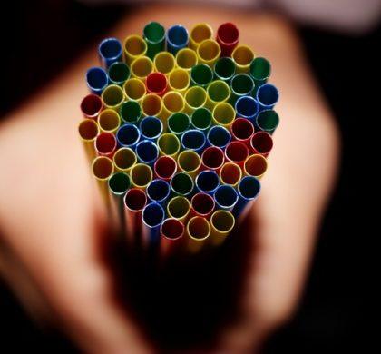 Escolas do Reino Unido pretendem proibir uso de plásticos até 2022