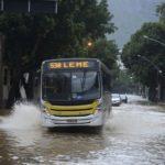 Rio está em situação de crise há mais de 30 horas por causa de chuva
