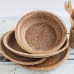 Talheres e pratos biodegradáveis são produzidos a partir de farelo de trigo