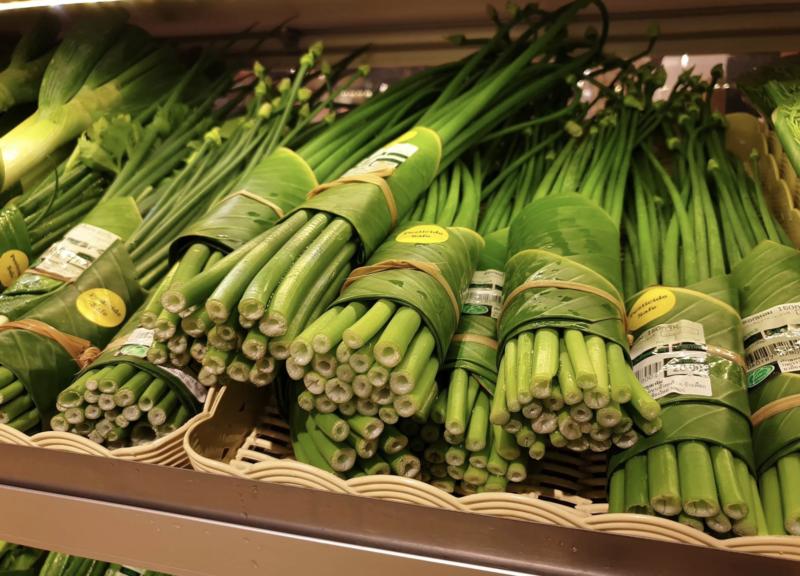 Folha de bananeira substitui plástico em supermercados da Tailândia e Vietnã
