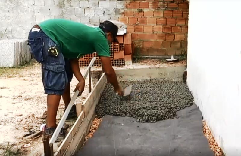 Comunidades carentes do Pará ganham calçadas feitas de caroço de açaí