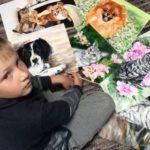 O artista de 9 anos que vende quadros para comprar ração para animais abandonados