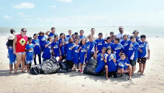 Na PB, participar de mutirões de coleta de lixo nas praias faz parte da grade escolar