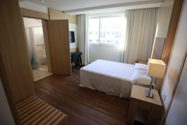 Prefeitura de RJ convida idosos de comunidades para quarentena em hotéis