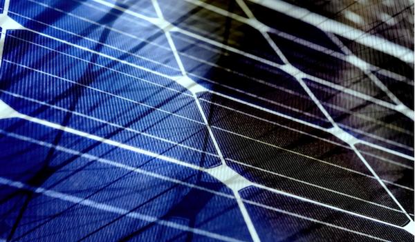 Esterilizador de mãos movido a energia solar para combate ao coronavírus