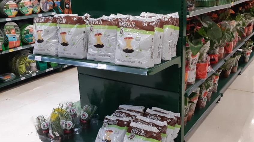 Mercado comercializa terra vegetal produzida a partir de  resíduos orgânicos de sua operação