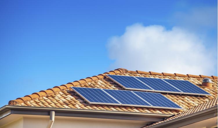 Painéis solares estão gerando mais energia durante isolamento