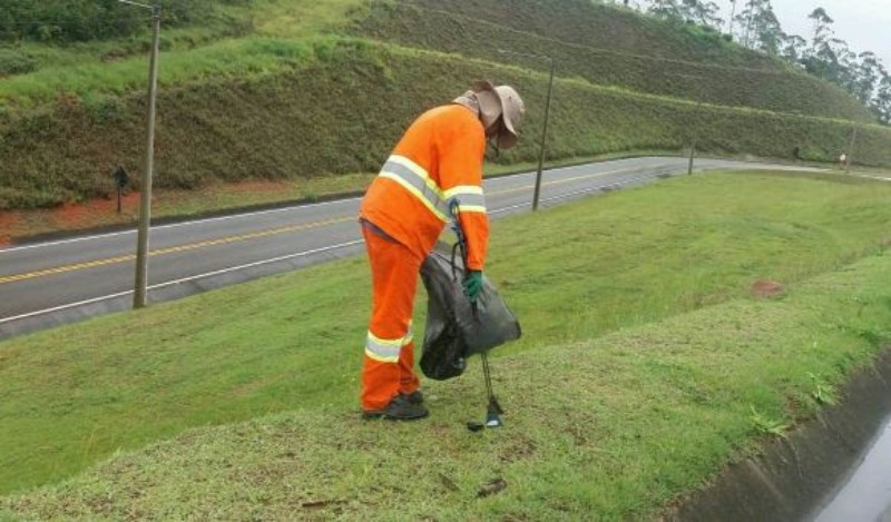 Só em 2020, 131 mil toneladas de lixo são retiradas de rodovias de São Paulo