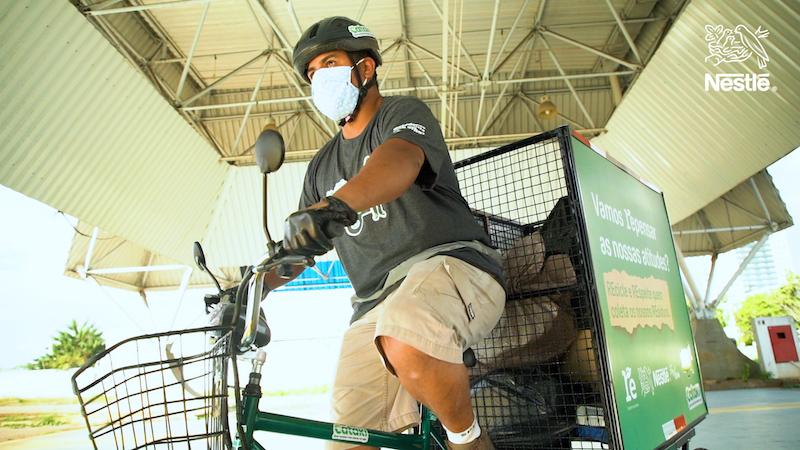 Nestlé doa triciclos elétricos para catadores de recicláveis em São Paulo