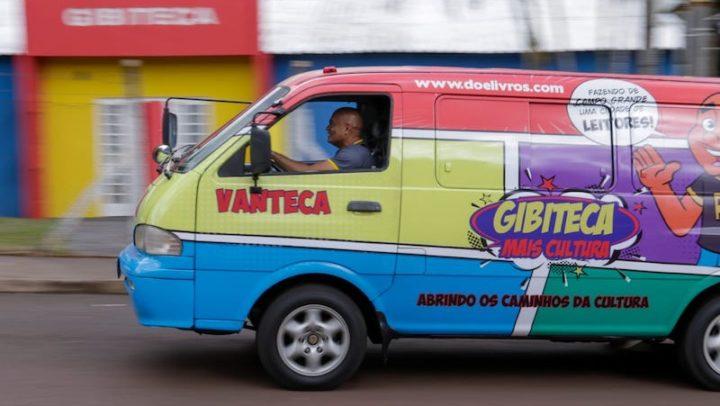 Professor dedica vida à incentivar leitura e cria Vanteca itinerante em Campo Grande