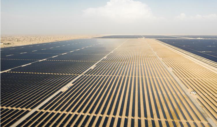 Instalar placas solares em 1,2% do território do deserto do Saara garantiria energia limpa para todo o mundo, defendem cientistas