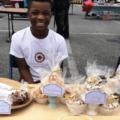 Menino de 11 anos funda padaria social para ajudar pessoas que passam fome em sua cidade